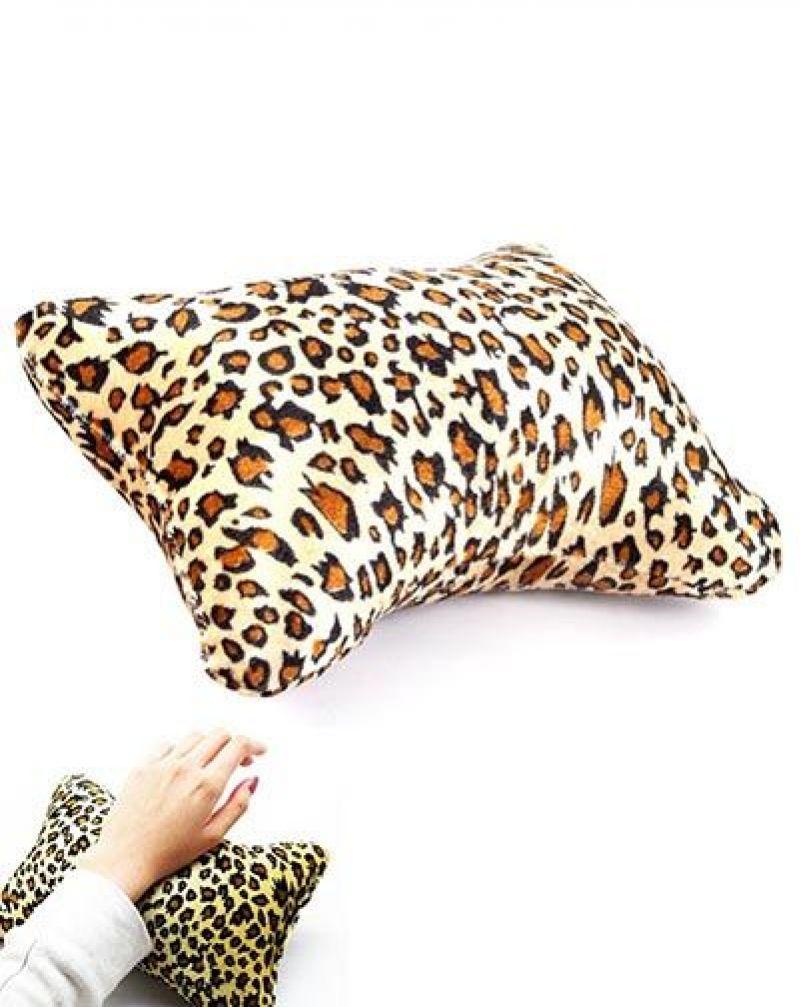 Coussin à manucure léopard.